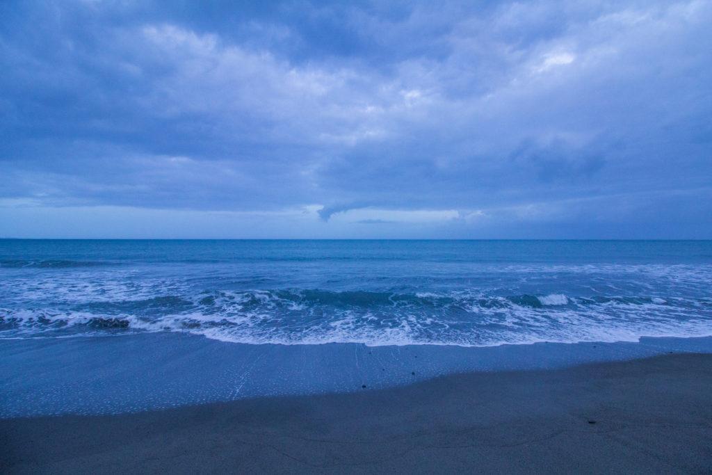 ルソン島北部バンギよりルソン沖を望む